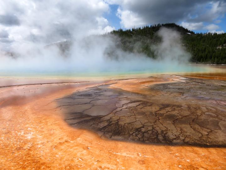 yellowstone national park guide pdf